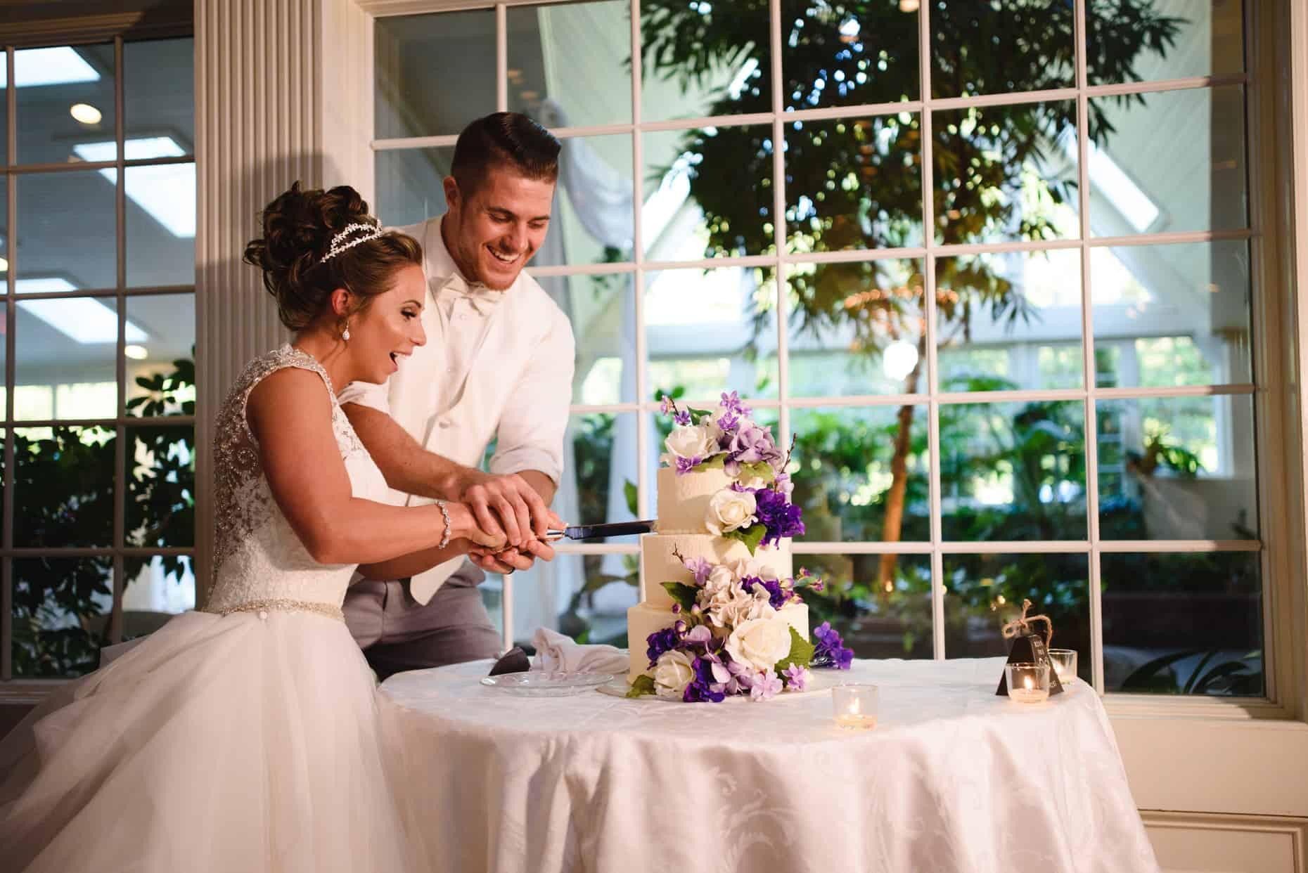 Mendenhall Inn Wedding Cake Cutting