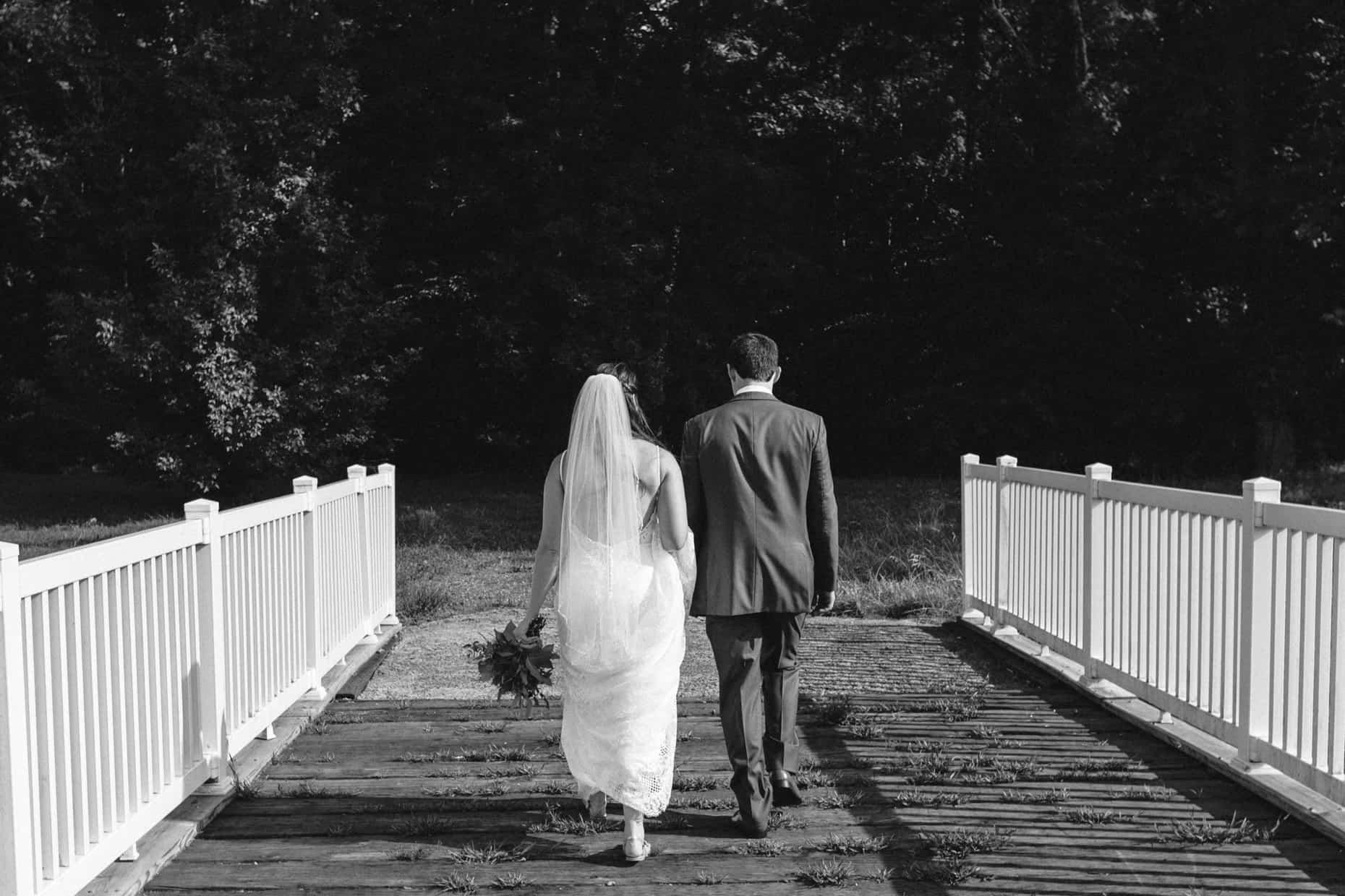 Wedding photos Barn on Bridge