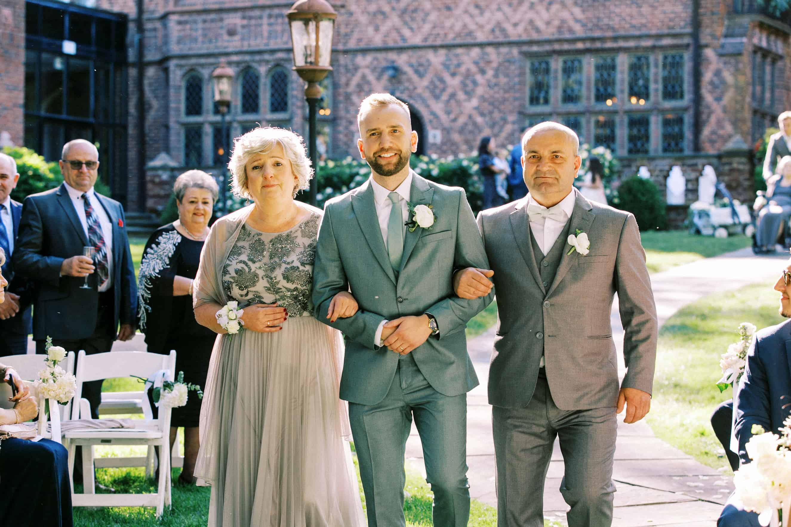 outdoor wedding at aldie mansion