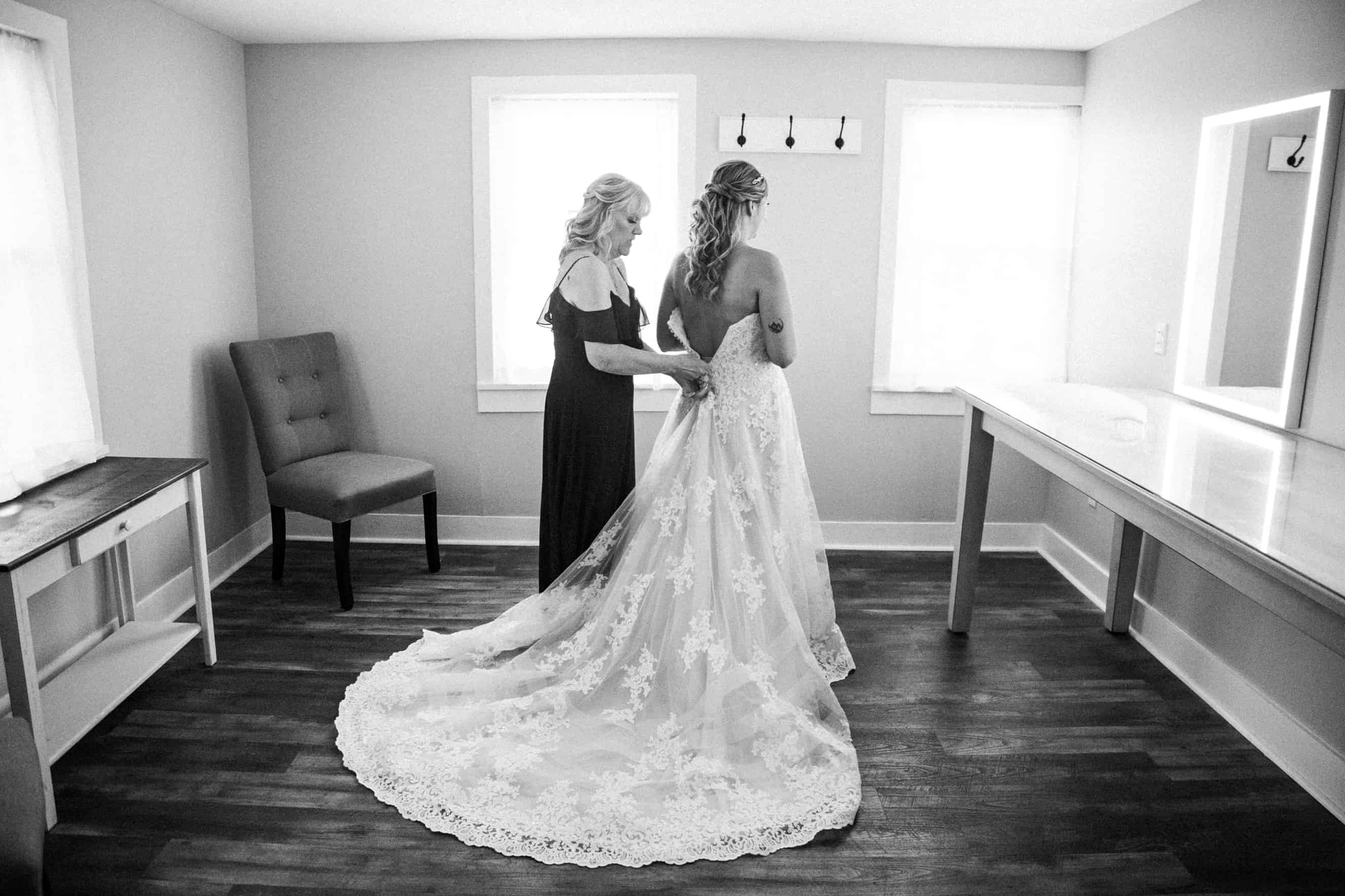 Wedding Photographers at Harvest View Barn at Hershey Farms